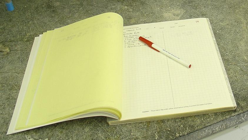 美国学生的化学实验记录本